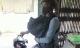 Cười ra nước mắt: Chồng ôm con bỏ đi vì vợ trẻ 2 tuần không gội đầu