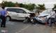 2 ôtô tông bẹp xe máy, gần 10 người bị thương