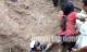 Kỳ tích cứu sống vợ chồng bị chôn sâu hơn 2 m trong gần 1 giờ