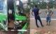 Gây tai nạn, tài xế bỏ ghế lái, hành khách lớn tuổi nhảy lên ôm vô lăng cứu 30 mạng người