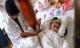 Ăn tôm cua khiến bé gái 5 tuổi bị sán lá phổi nguy kịch?