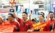 """Fan """"nhuộm đỏ"""" sân bay Tân Sơn Nhất sang UAE """"tiếp lửa"""" cho tuyển Việt Nam"""