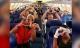 Hình ảnh những y bác sĩ bay tới New York khiến cả nước Mỹ lay động