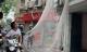 Cảnh sát giăng lưới bắt gọn đối tượng dùng búa tấn công nữ chủ quán cà phê lẩn trốn, cố thủ trên nóc nhà