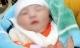 Bé gái sơ sinh nặng 4 kg bị bỏ rơi ở lề đường kèm lá thư 'nhờ nuôi giúp cháu khôn lớn'