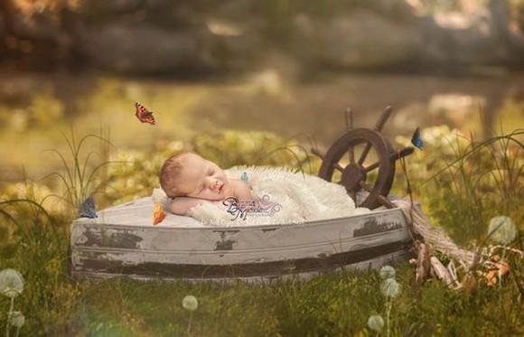 Ngất ngây với bộ ảnh của những bé sơ sinh bên hoa