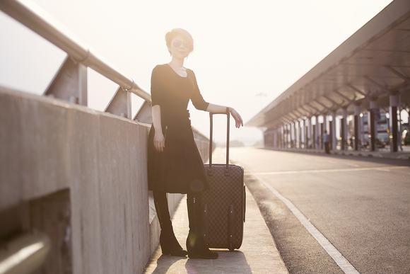 Vẻ đẹp đượm buồn của búp bê Thanh Thảo tại sân bay