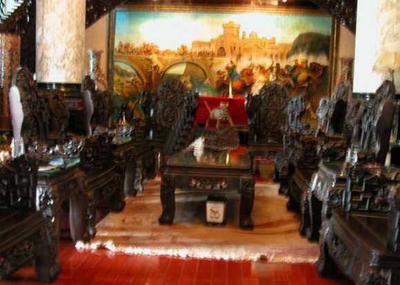 Đại gia đất Cảng chơi trội với lâu đài ngựa dát vàng