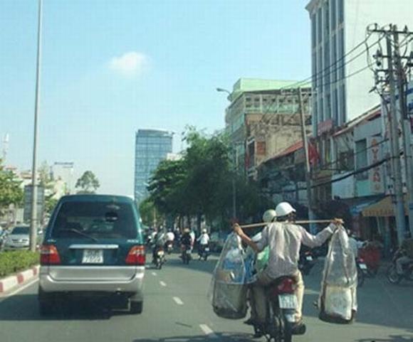 Những hình ảnh 'khó đỡ' trên đường phố