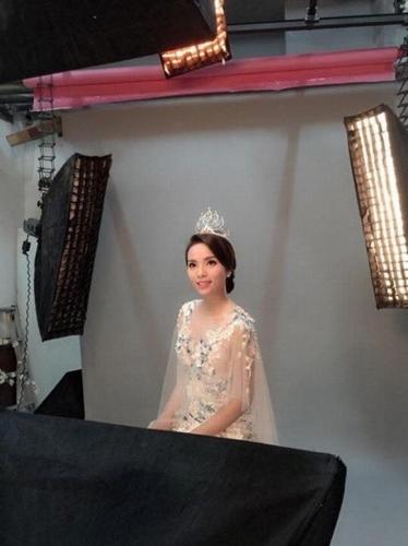Hoa hậu Kỳ Duyên đẹp ngọt ngào trong buổi chụp hình đầu tiên
