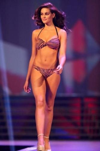 Cận cảnh nhan sắc đầy mê hoặc của tân Hoa hậu thế giới 2014