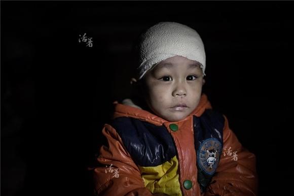 Những hình ảnh trẻ em khiến bạn 'cay mắt' trong năm qua