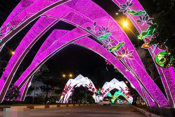 Sài Gòn rực rỡ chờ đón năm mới 2015